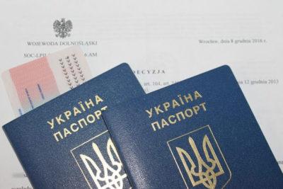 Изменились правила консульского учета украинцев в Польше 1