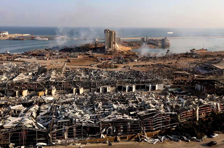 На помощь Бейруту: польские пожарные строят базу спасательной операции 1