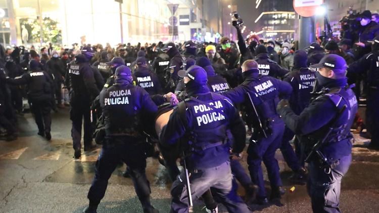Strajk Kobiet от 29 января: петарды против полиции, газ против демонстрантов 6