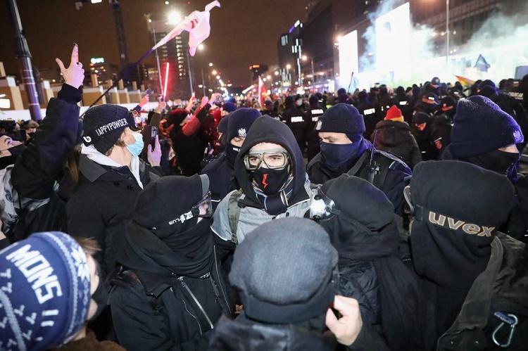 Strajk Kobiet от 29 января: петарды против полиции, газ против демонстрантов 7