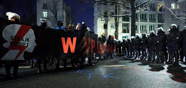 Strajk Kobiet от 29 января: петарды против полиции, газ против демонстрантов 5