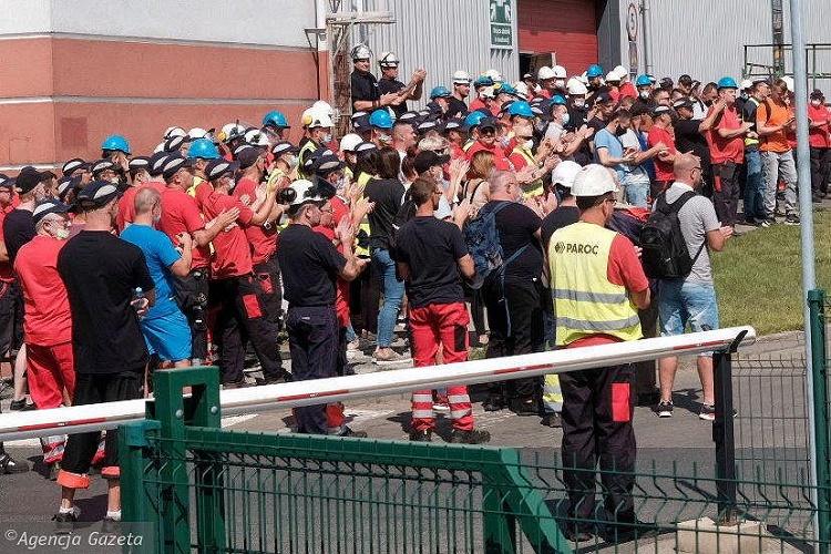 Рост зарплат на 850 злотых, постоянные договоры – результат забастовки на Paroc 3